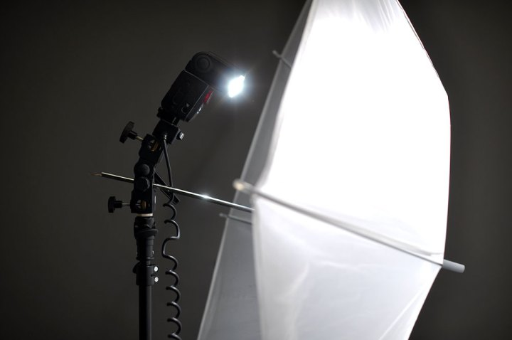 DIY shoot through umbrella while firing a Nikon SB-600