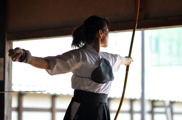 A moment after releasing the bow, note the position of the string!