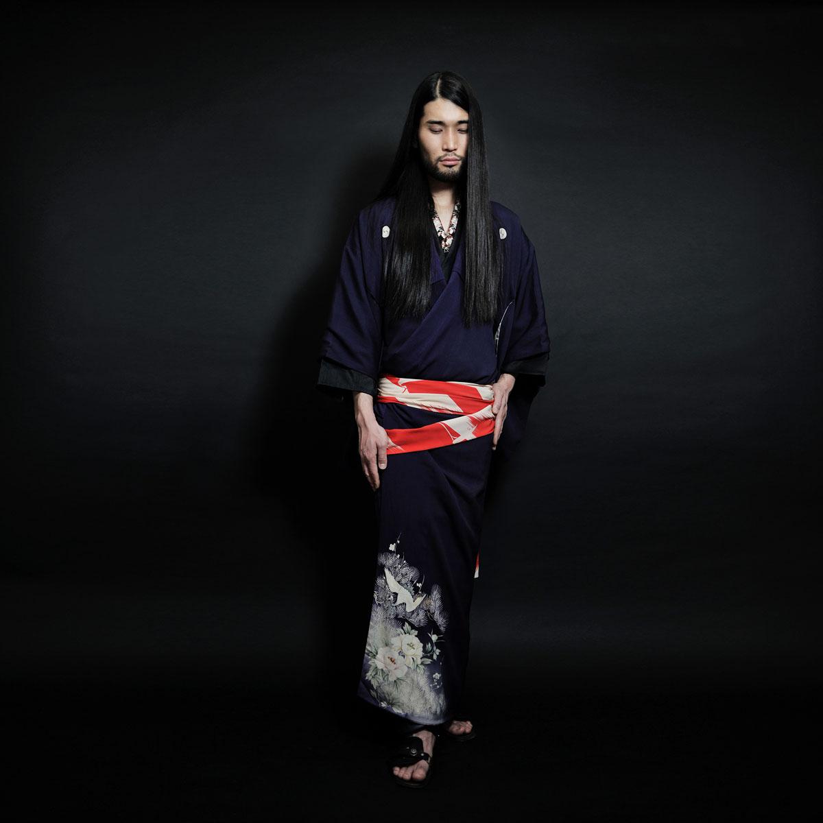 http://tokyobling.files.wordpress.com/2011/01/male_kimono_1.jpg