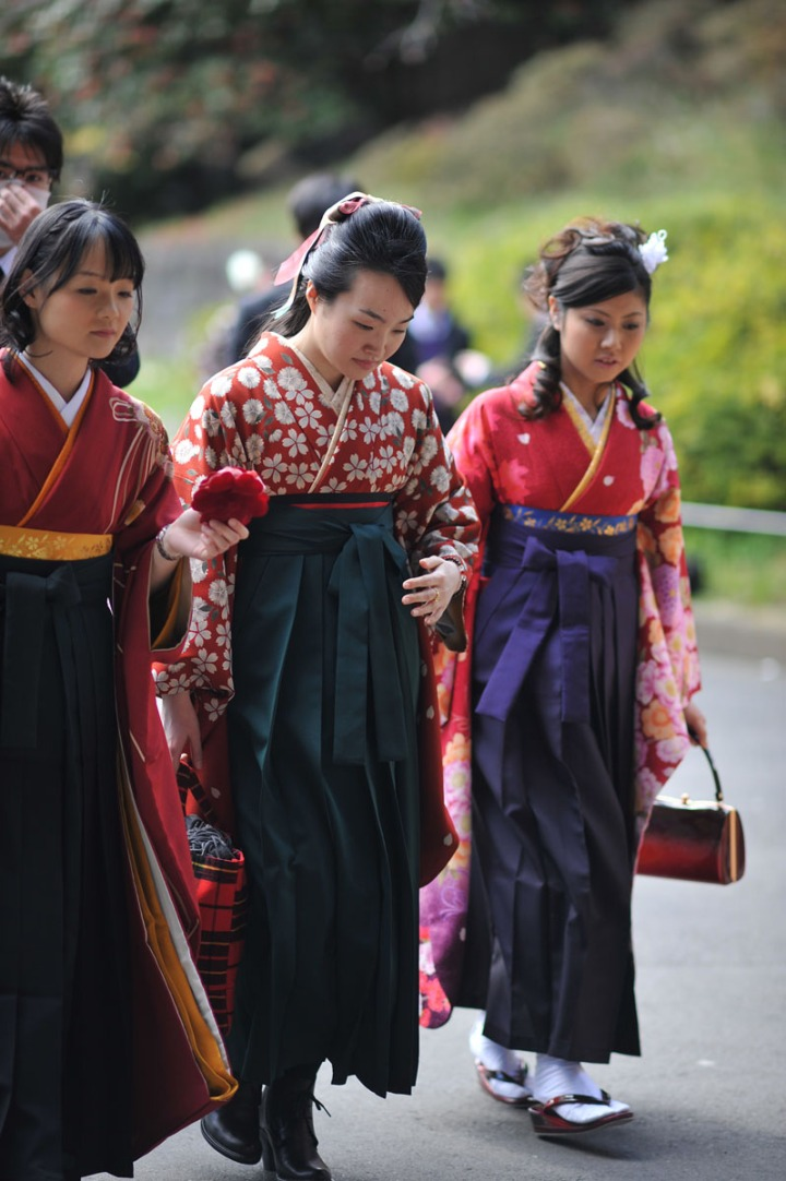 how to wear hakama with kimono