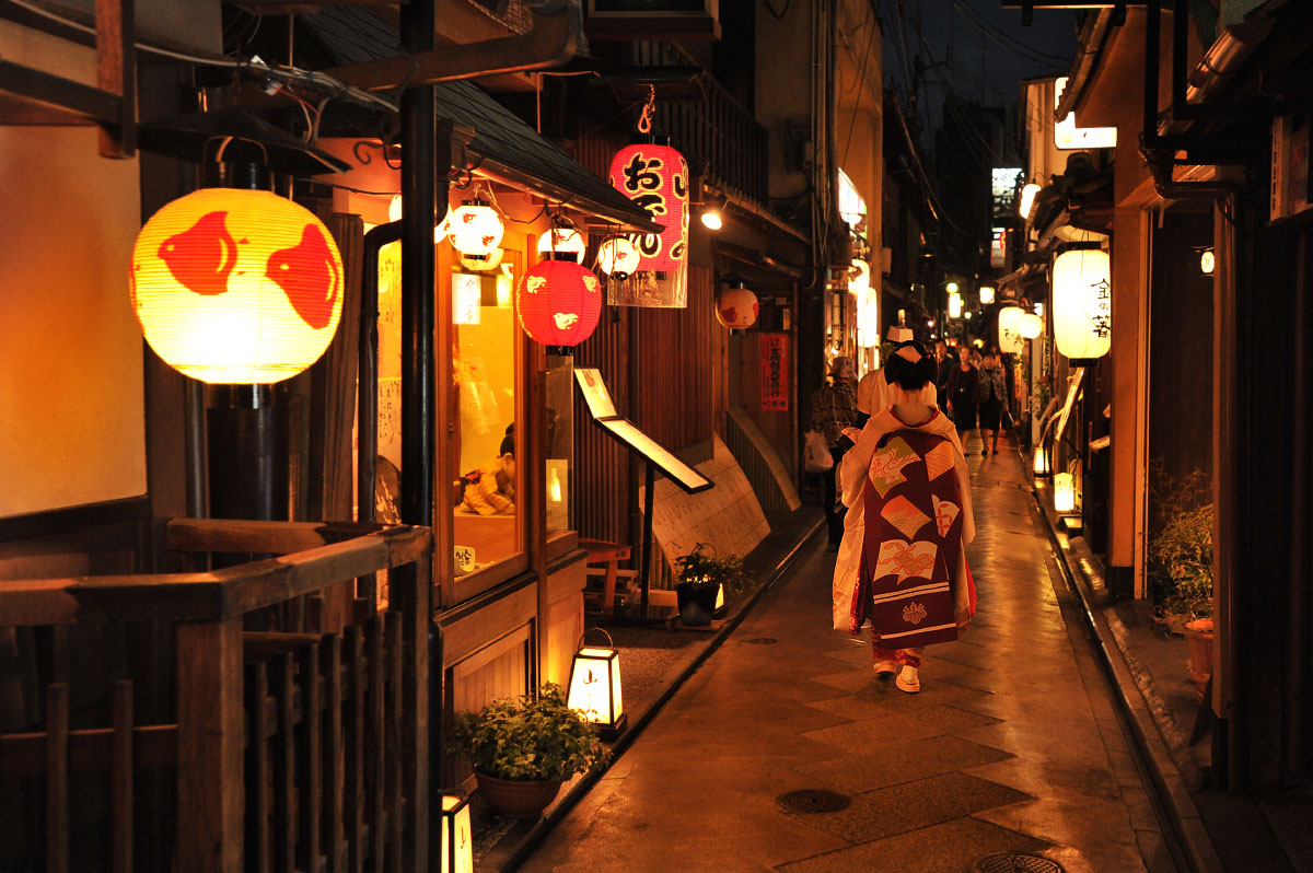 [Resim: kyoto_gion_at_night_0701.jpg]