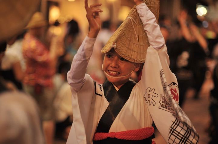 女性の阿波踊り