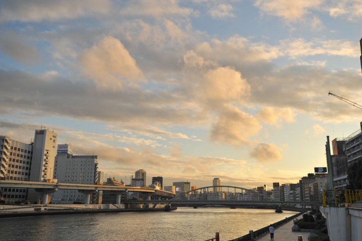 skies_over_sumida_river_7892