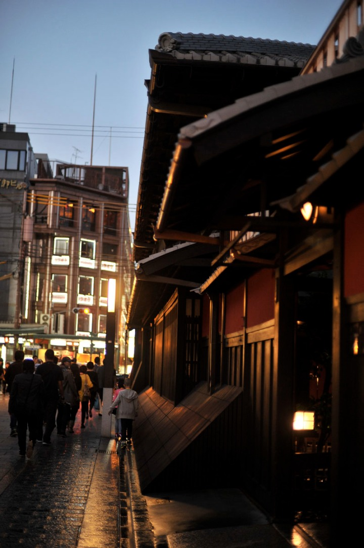 kyoto_gion_atnight_8309