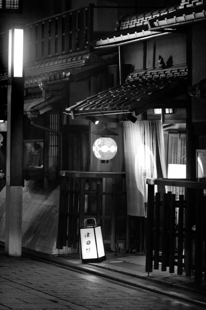 kyoto_gion_atnight_8327