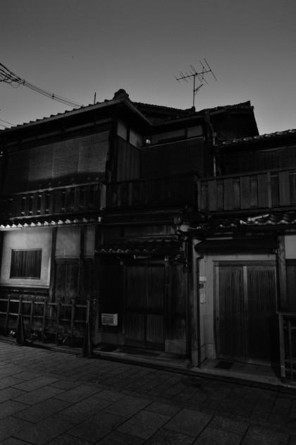 kyoto_gion_atnight_8348