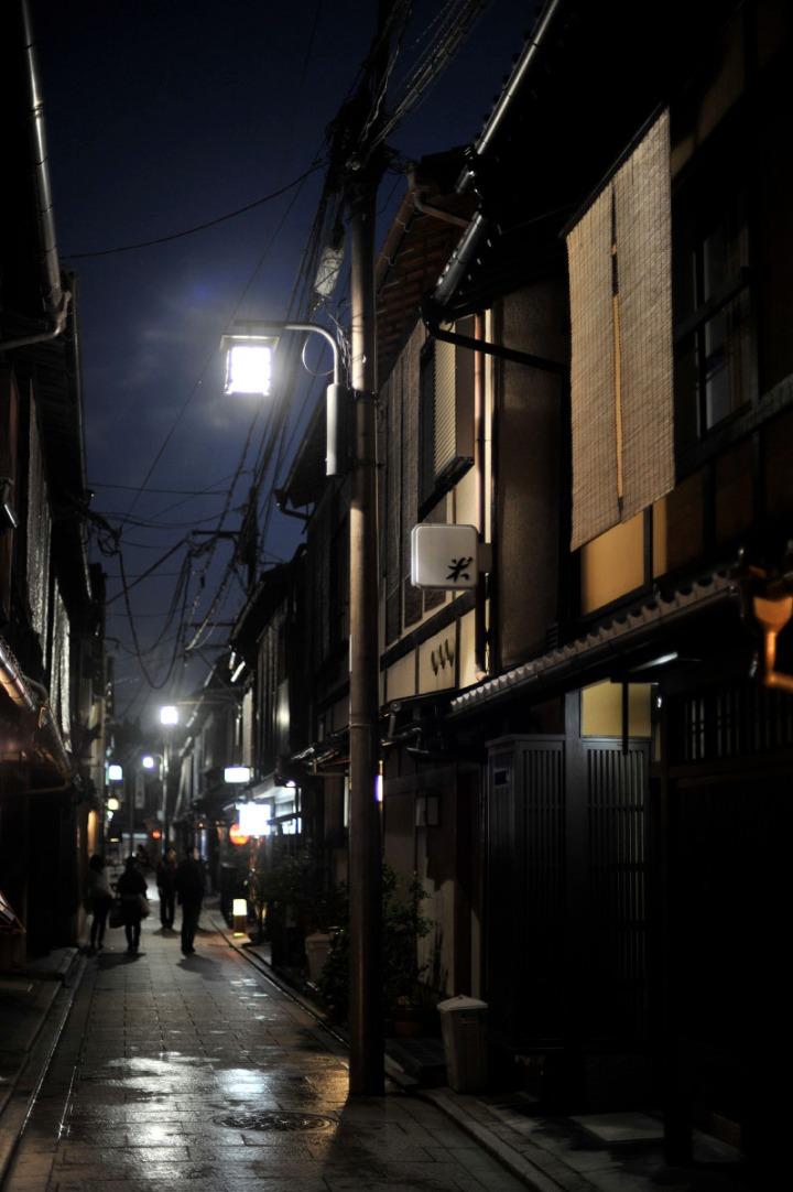 kyoto_gion_atnight_8390
