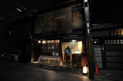 kyoto_gion_atnight_8428