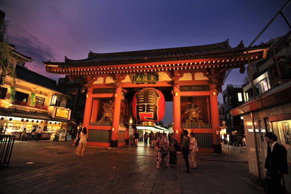 Sensoji Temple Tourounagashi Tokyobling S Blog