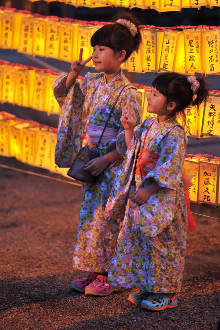 yasukuni_shrine_yukata_girls_1576