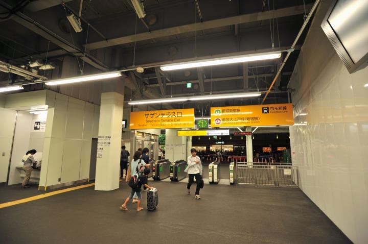 shinjuku_station_southern_terrace_entrance_5866