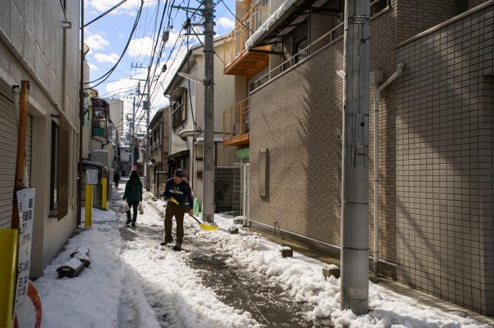 snowy_tokyo_streets_2756