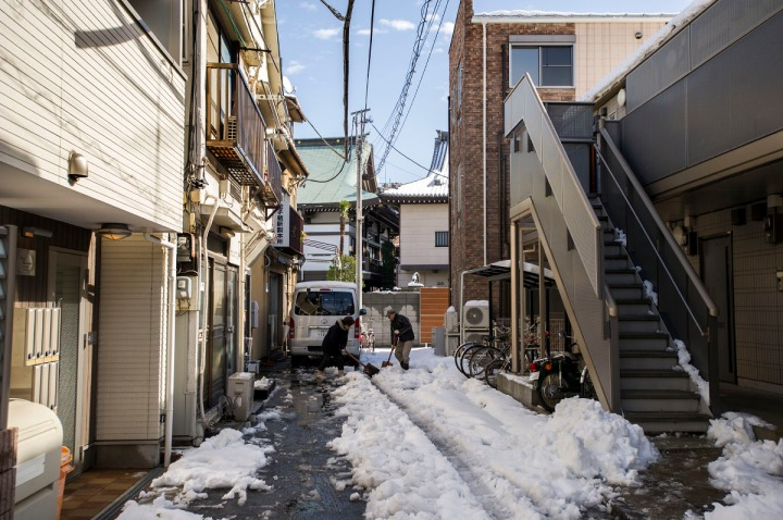 snowy_tokyo_streets_2758