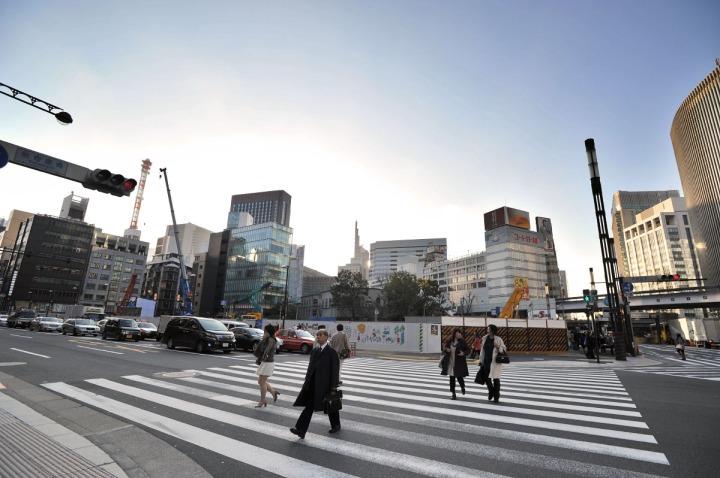 sukiyabashi_street_crossing_7990