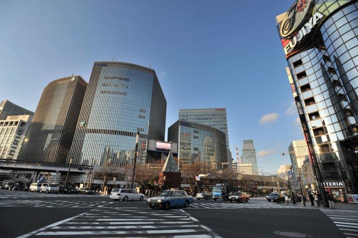 sukiyabashi_street_crossing_8000