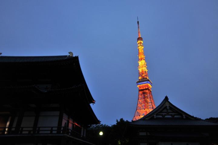 tokyo_tower_at_dusk_9782
