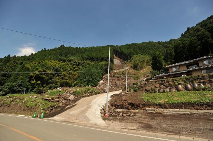 kyushu_mudslide_damage_8078