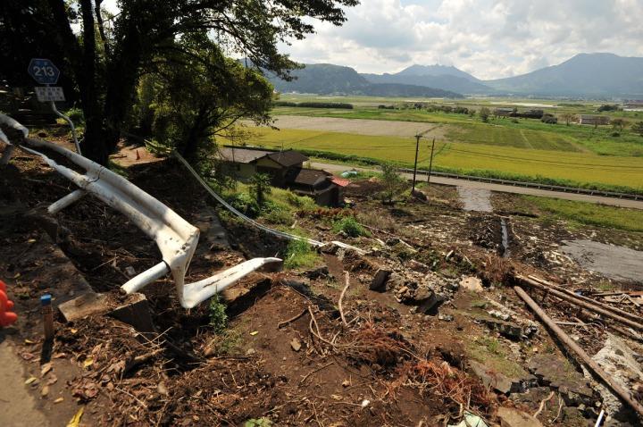 kyushu_mudslide_damage_8089