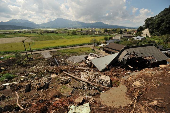 kyushu_mudslide_damage_8090