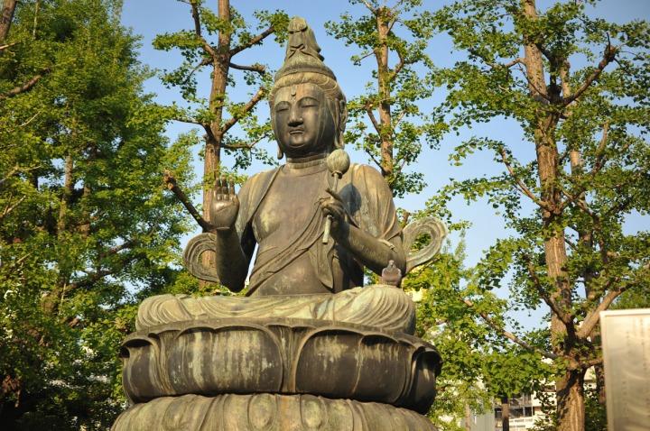 statues_buddha_asakusa_birds_8341