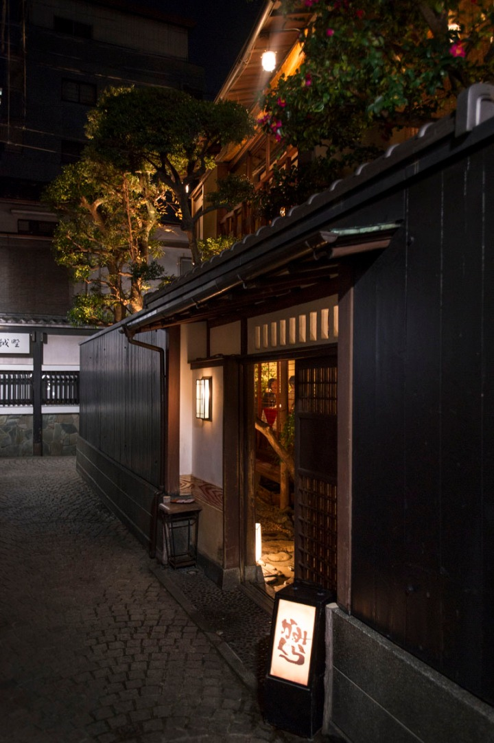 kagurazaka_backstreets_night_0898